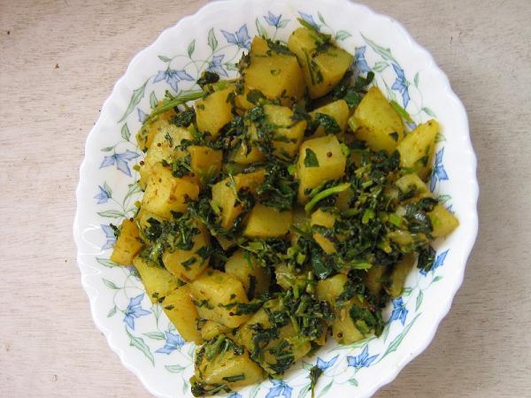Aloo methi - potato with fenugreek leaves stir fry - Yummy Recipes