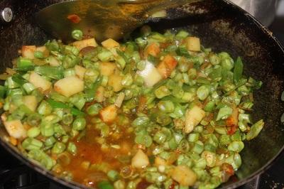 beans-potato-mezhukkupuratti5