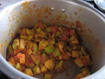 potato-bottlegourd-curry-4