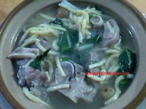 pork hocks soup with lomi (6)
