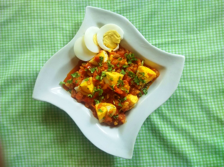 egg with tomato sauce