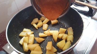 steps for Aloo Palak Gravy preparation
