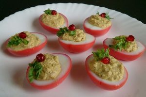 DEVILED EGG RECIPE / SIMPLE AND EASY BLOOD RED DEVILED EGGS