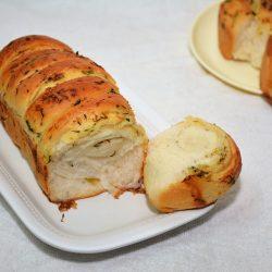 Pull Apart Garlic Bread - Eggless