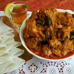 Pathiri and Curry / Kerala Style Pathiri With Chicken Curry