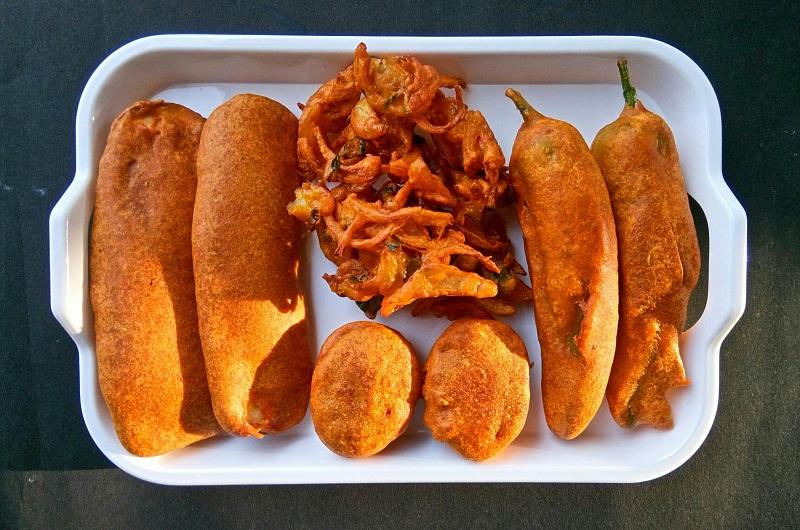 Onion bajji, egg bonda,chilly bhaji,Vazhakkai bajji