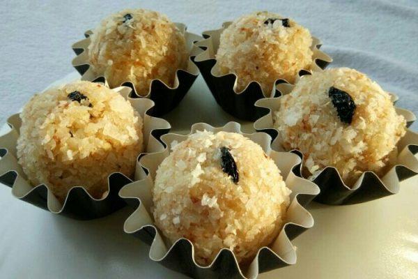 Coconut Ladoo – Coconut Sweet Balls